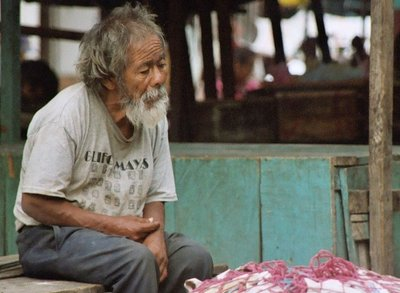 guatemala, picture 2: old man, panajachel. click on the image to go to the next picture